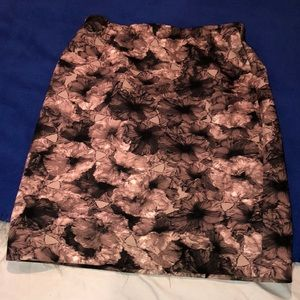 Nude patterned pencil skirt